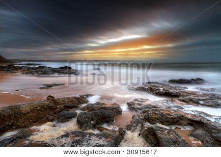 Paysage rocheux de l'océan atlantique à ballybunion, irlande