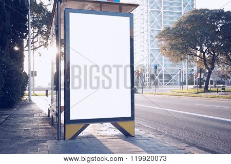 Photo blank lightbox on the bus stop in the modern city. Horizontal mockup stock photo