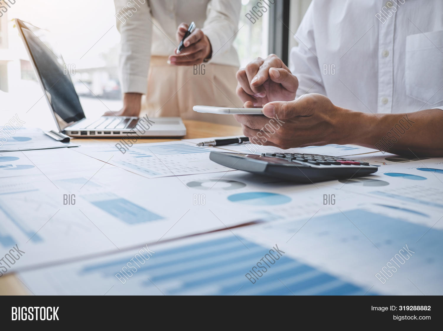 analysis,brainstorming,briefing,business,businessman,businesswoman,colleagues,communication,conference,connection,consultation,consulting,conversation,corporate,coworker,data,discussion,document,entrepreneur,executive,finance,financial,graph,group,interaction,investment,lawyer,leadership,looking,marketing,meeting,networking,occupation,office,organization,paperwork,people,planning,pointing,presentation,professional,seminar,strategy,talking,team,teamwork,technology,togetherness,working