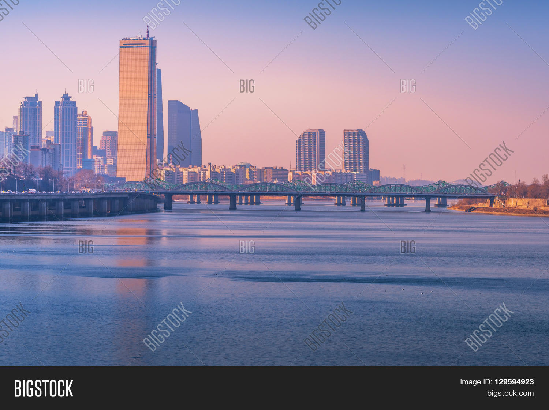 seoul,sun,skyline,korea,south,sky,set,travel,city,background,night,sunset,office,scene,cityscape,dusk,lights,metropolis,metropolitan,building,orange,yeouido,river,skyscraper,han,landscape,dark,view