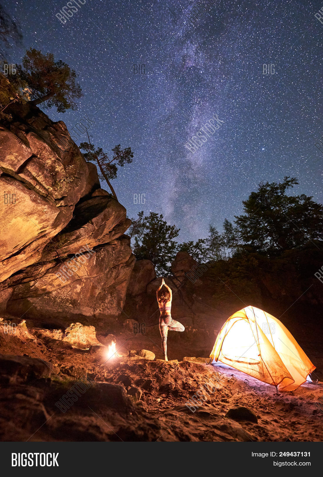4aaf43d701588 🔥 Night Camping Between Mountains Rocks. Lit By Campfire Back View ...