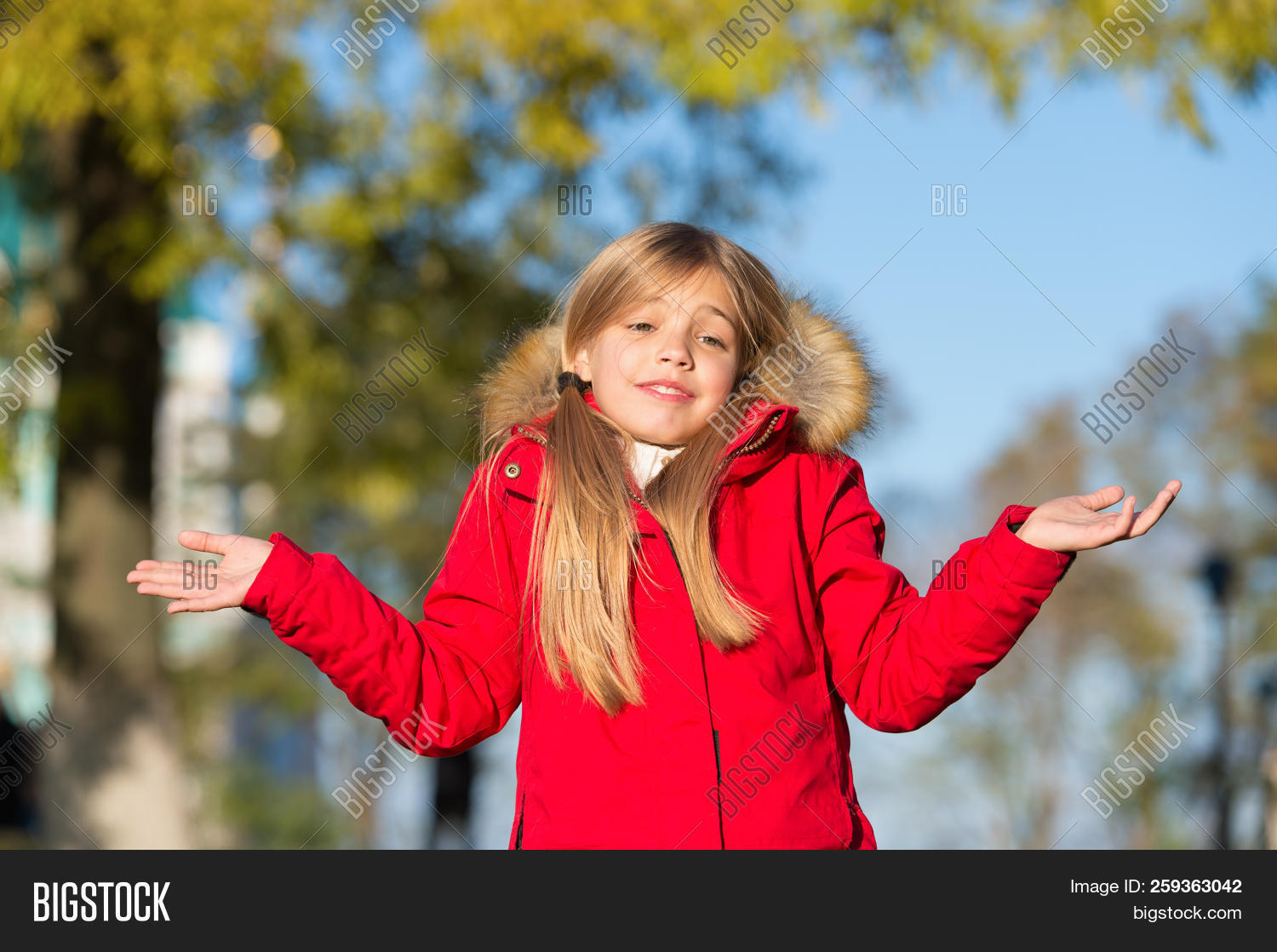 autumn,baby,carefree,cheerful,child,childhood,correct,do,emotions,fall,girl,happy,in,joy,joyful,kid,little,look,make,mistake,mistaken,season,small,smile,smiling,time