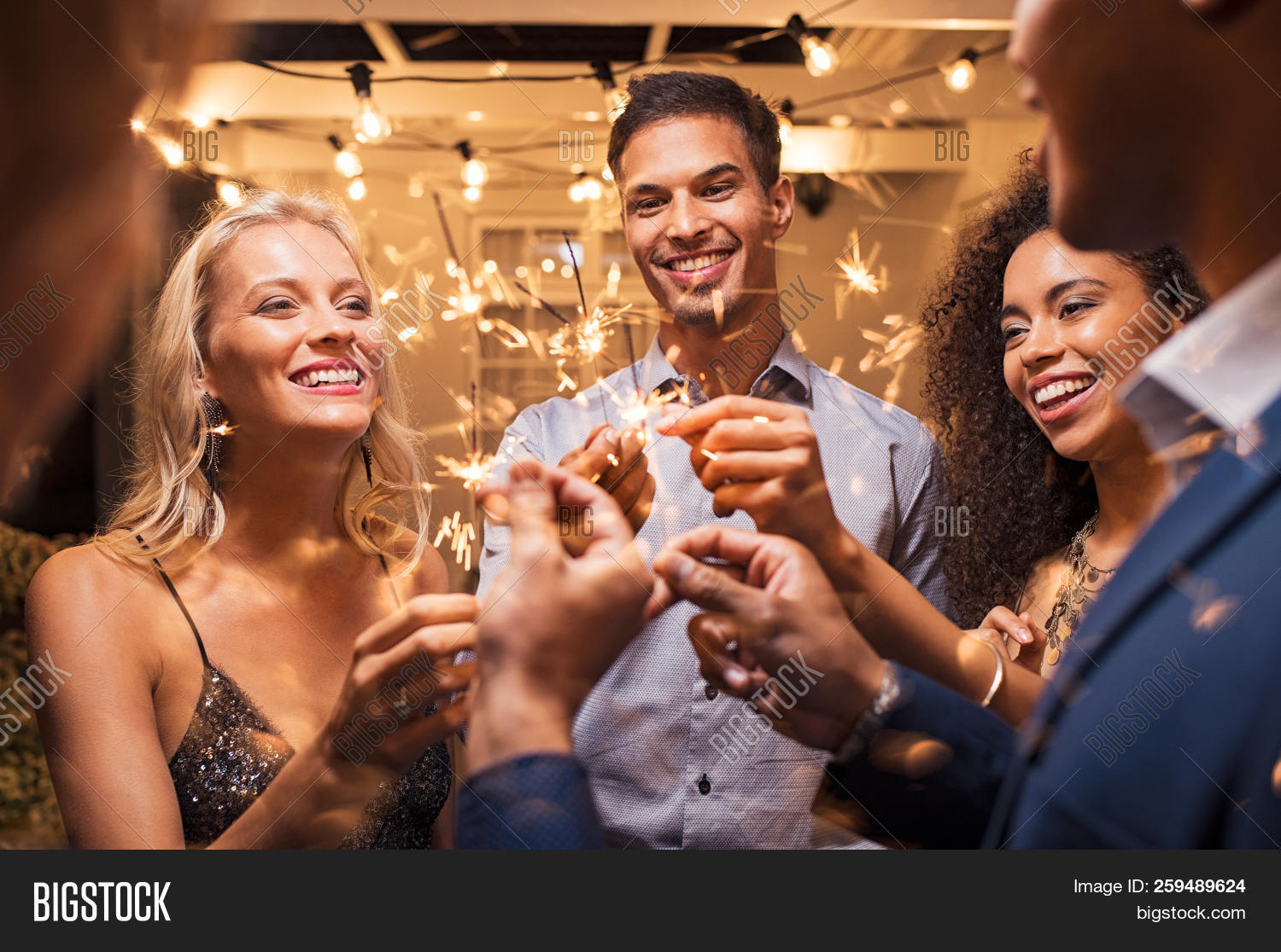 20s,bengal,burning,celebrate,celebrating,celebration,elegant,enjoy,eve,evening,event,excitement,festive,firework,friend,friends,fun,girl,girls,group,guy,guys,happy,having fun,holding,holiday,laughing,man,men,multi ethnic group,multiethnic,new,new year eve,new year's eve,new year's eve party,night,party,people,playful,sparkler,sparkling,sparkling lights,sparks,stick,stylish,together,woman,women,year,young