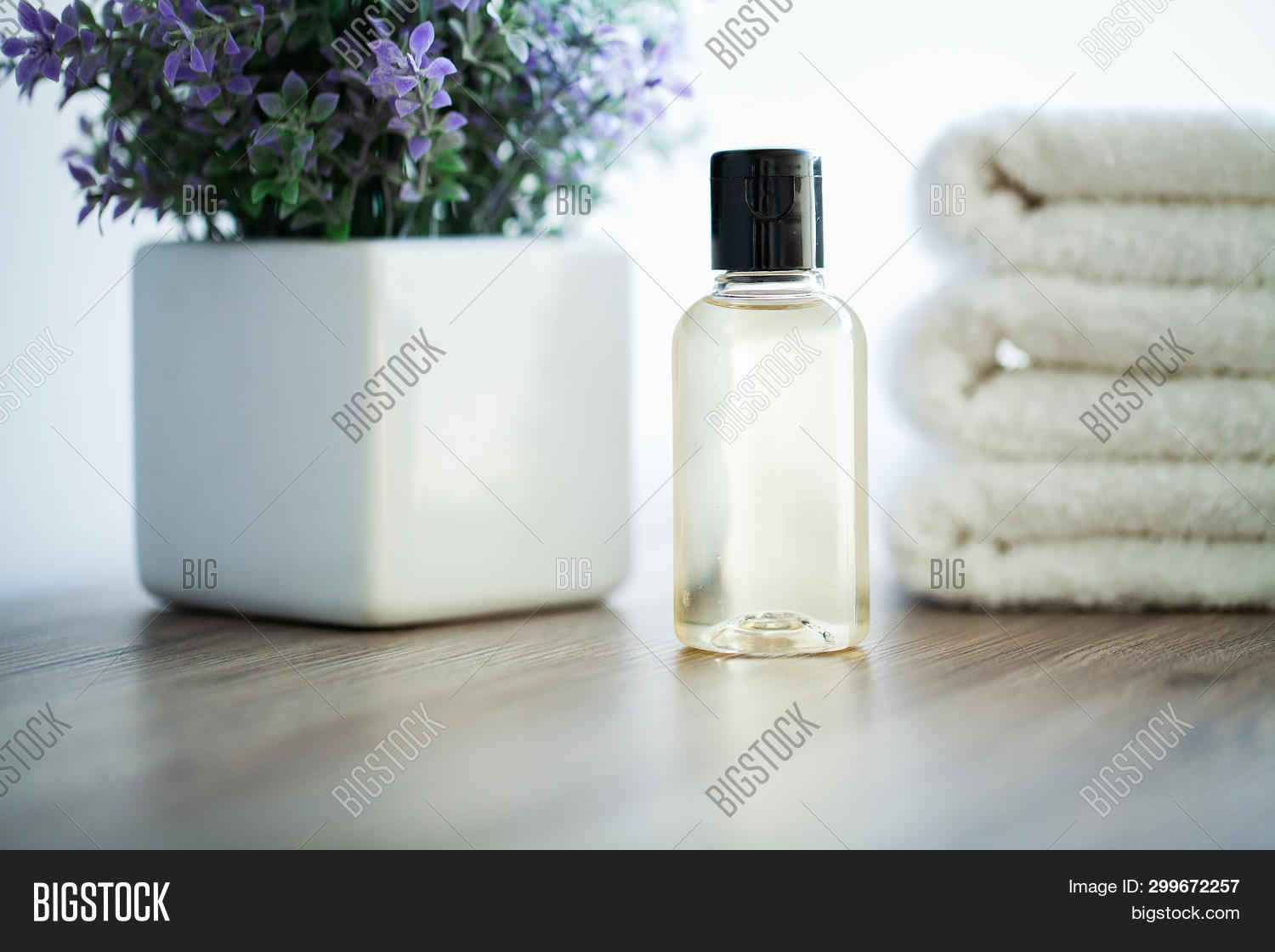 backdrop,background,bath,bathroom,body,care,clean,cloth,color,copy,cotton,dispenser,dry,empty,fabric,folded,fresh,health,home,hotel,hygiene,indoors,laundry,natural,nobody,object,oil,pastel,perfume,pink,plant,relax,rolled,shower,sill,soap,soft,spa,space,stack,table,textile,towel,treatment,wash,white,window,windowsill