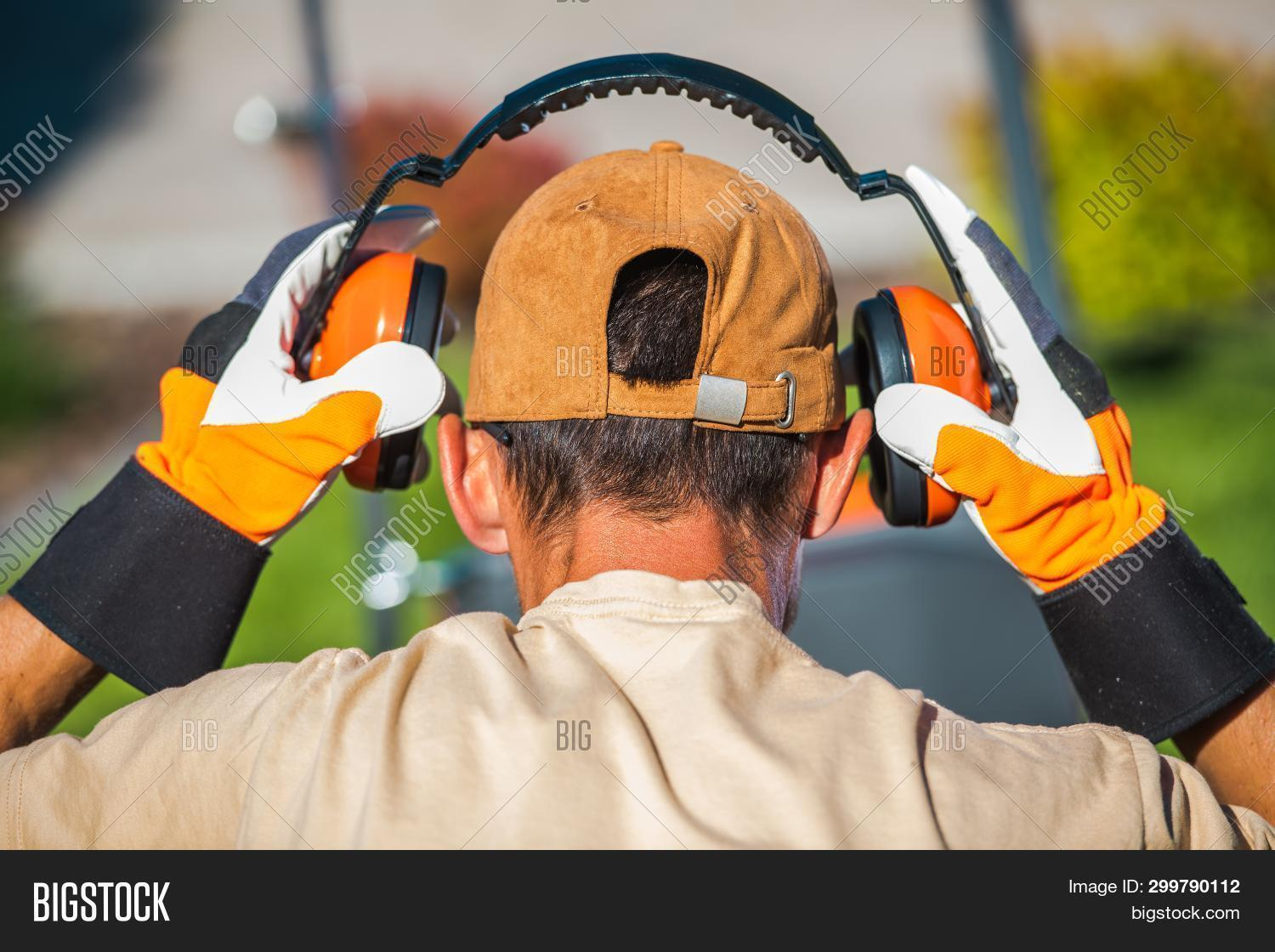 ear,headphones,hearing,industrial,industry,job,labor,loud,loudness,muffs,noise,object,reduction,safe,safety,technology,vestibule,worker